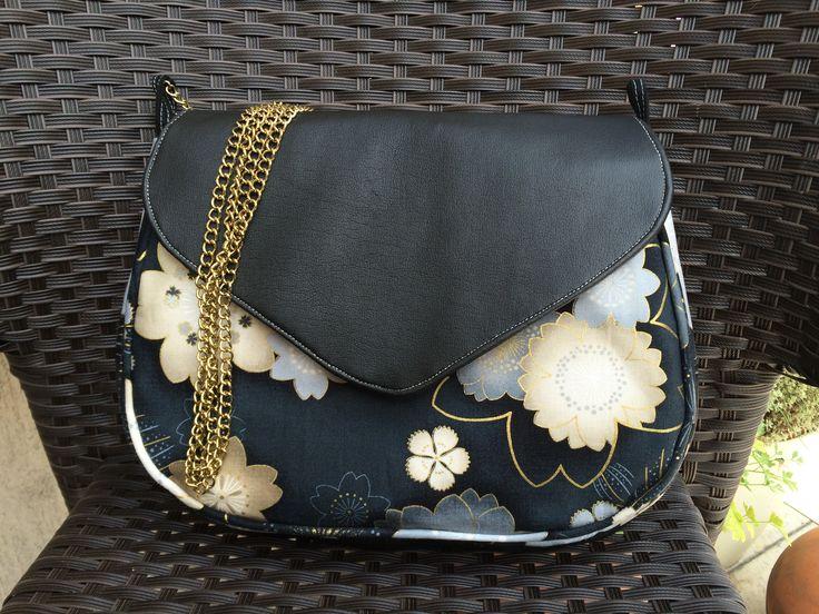 MARTINA se dušuje, že aspoň kabelku nerozdá, ale mám obavu, že až kamarádky uvidí další povedené dílo, dojde na další šití. :-))
