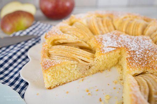 Ein absoluter Klassiker ist der versunkene Apfelkuchen, der super schnell gemacht ist. Der Apfelkuchen ist saftig und hält mehrere Tage frisch.  Zubereitung: 15 Min. Backzeit: 35 Min.  Zutaten für einen 26cm Kuchen: Rührteig: 1 kg Äpfel (Boskop, Elstar oder Pink Lady), geschält etwa 750-800 g 3 Eiweiß 1 Prise Salz 50 g Zucker …