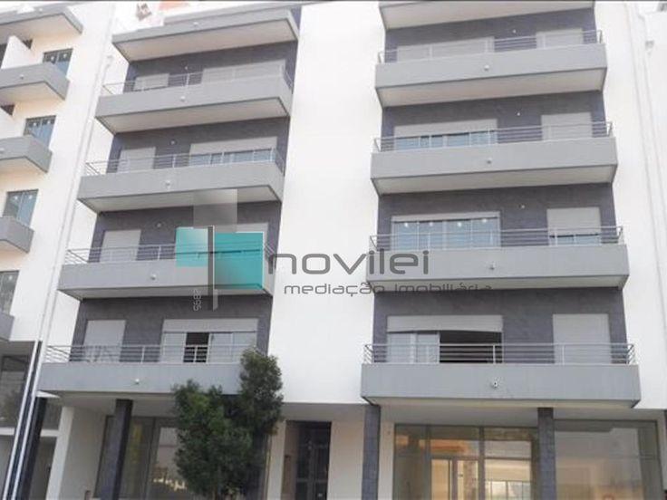 Edifício em fase de acabamentos composto por 10 apartamentos e 2 lojas a 200 metros do centro da cidade de Alcobaça   #leiria #alcobaca #venda #predio #edificio #imoveis #imobiliaria #novilei