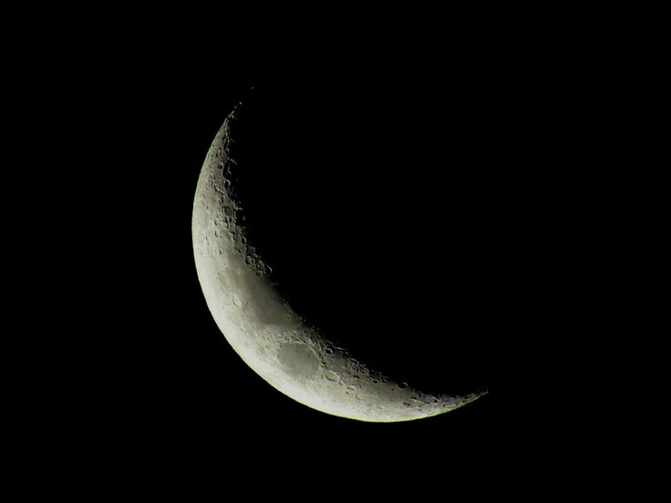 Captured The Crescent Moon In My Backyard With Only A Cheap Digital Camera And I'm Dazzled [oc][4000x3000]