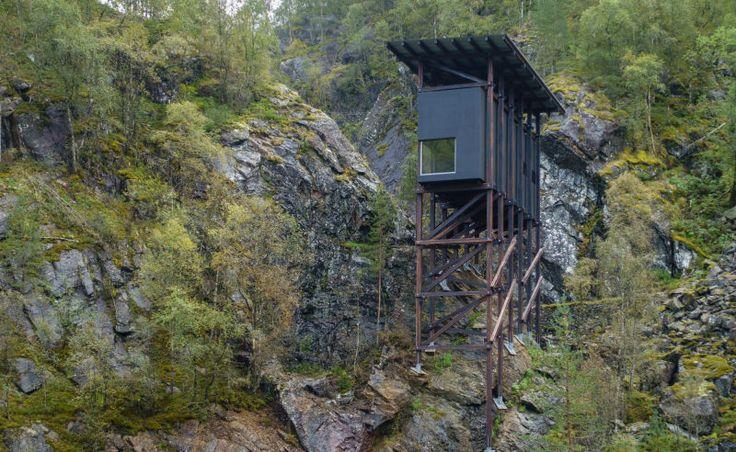 Die Stützen bestehen aus lamelliertem Holz die Außenfassade aus 18 Millimeter dicken Sperrholzplatten und acrylverstärkter – Jute. (Foto: Tonje Tjernet/Statens vegvesen)