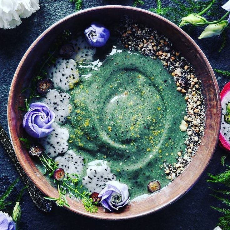 Breakfast inspiration to kickstart your week. A spirulina smoothie bowl.  Spirulina is a blue green alga which is incredibly high in iron and protein. We feature this ingredient in our KELP & SPIRULINA hair skin and nail vitamins as it is such a fantastic ingredient for detoxing accelerating hair growth and strengthening nails.  Spirulina is high in phytonutrients and carotenoids which are both important antioxidants to help defend the skin from free radicals. Beautiful piccourtesy of…