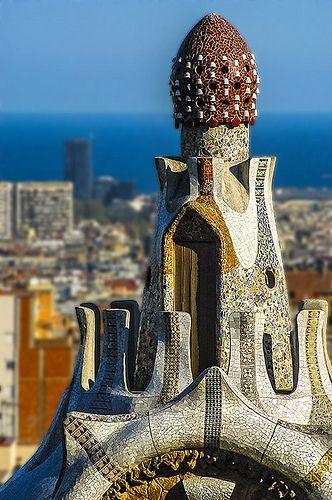 B1057-Gaudí, coronando Barcelona | Parte superior de una de … | Flickr
