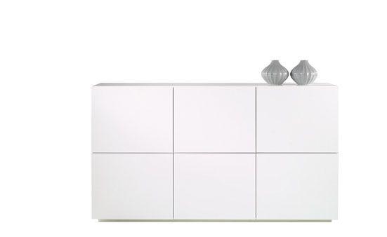 Produktbeskrivelse  Monaco skjenk  Bredde 182.5 cm, høyde 101.9 cm, dybde 50.8 cm. Materialer  Lakk/høyglansfolie. Produktdetaljer  Flatpakket. Hvit høygl.