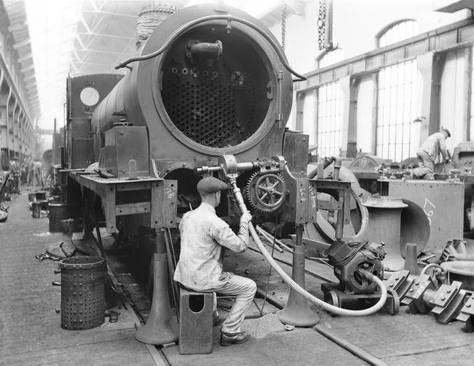 Erecting shop at Horwich railway works, 1919