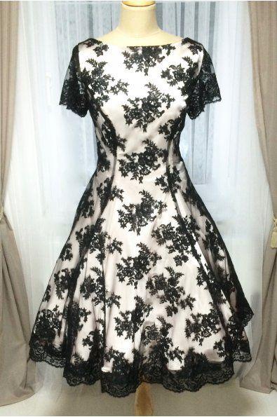 Krátké společenské šaty dílové s černou krajkou - více barev celokrajkové  společenské šaty lodičkový výstřih a kratší rukávky ma…  cd81fa6c0fb
