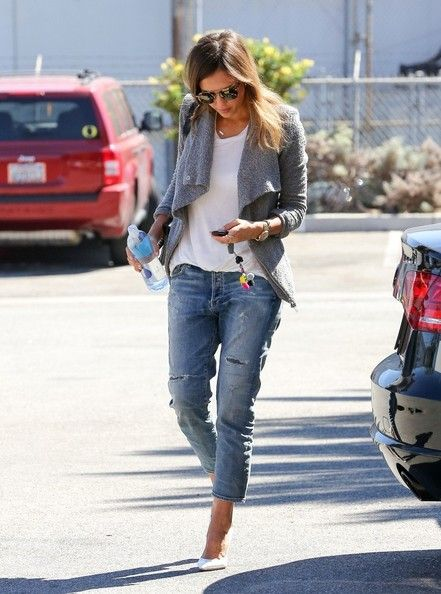 Jessica Alba Photos: Jessica Alba Heads to Work