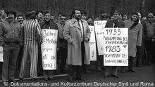 Sinti und Roma demonstrieren Anfang der Achtziger Jahre gegen Diskriminierung.
