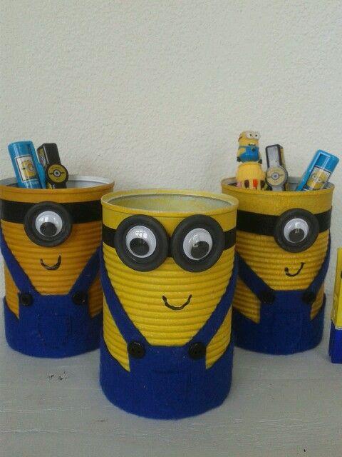 Minion gift. DIY Minion pennenbakje. Zelf maken van conservenblik. Leuk cadeau voor kinderen. wat pennen erin en/of geld en je bent klaar.