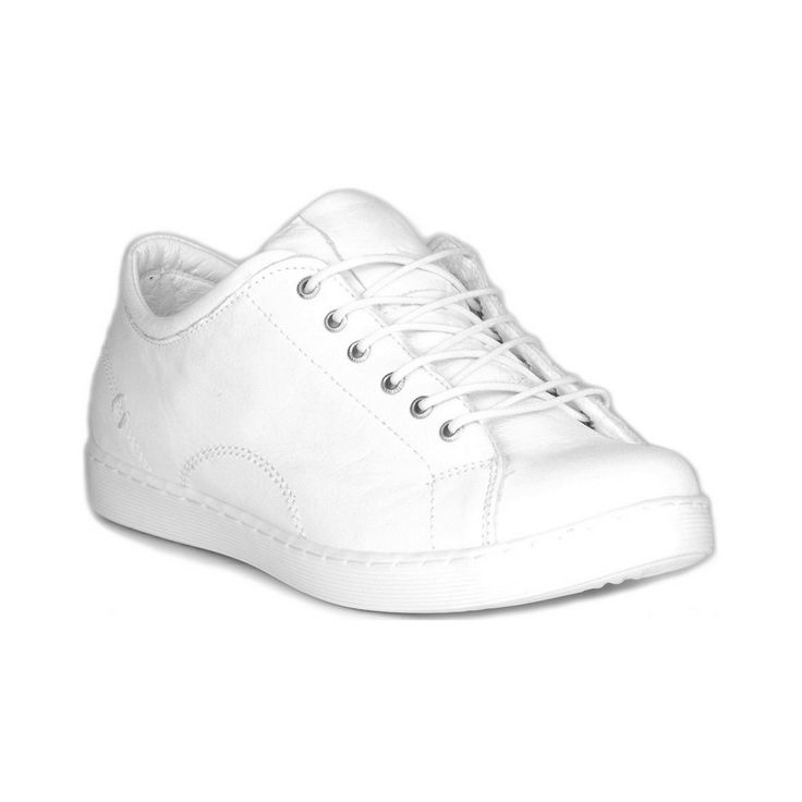 Comfy leather white sneakers #sneakers #kicks #leathersneakers #whitesneakers #whiteshoes #whitestyle #whitekicks #mtlshopping