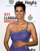 Halle looks beautiful as expected!