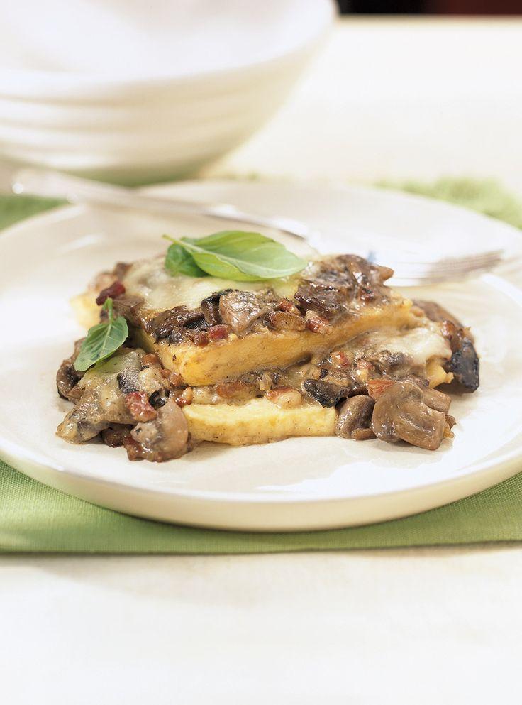 Recette de Ricardo de polenta au fromage et aux champignons. Ce plat végétarien typiquement européen sera apprécié de tous, peu importe l'occasion.