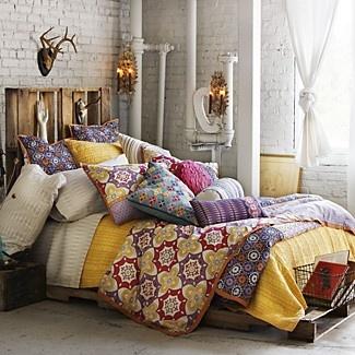 Bedding: Bedrooms Decoration, Sky Beds, Bright Color, Bedrooms Design, Beds Spreads, Decoration Idea, Deer Head, Design Bedrooms, Guest Rooms