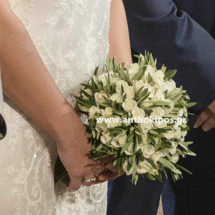 Νυφική Ανθοδέσμη Γάμου με ελιά και λευκά τριαντάφυλλα, δεμένη με κορδόνι