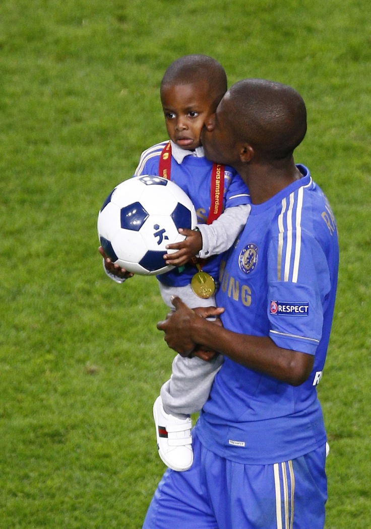 Ramires celebrates Europa League victory with his son. Benfica 1-2 Chelsea,  Chelsea