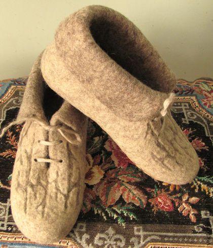 """Обувь ручной работы. Ярмарка Мастеров - ручная работа Ботиночки домашние валяные """"Деревенька моя 2"""". Handmade."""
