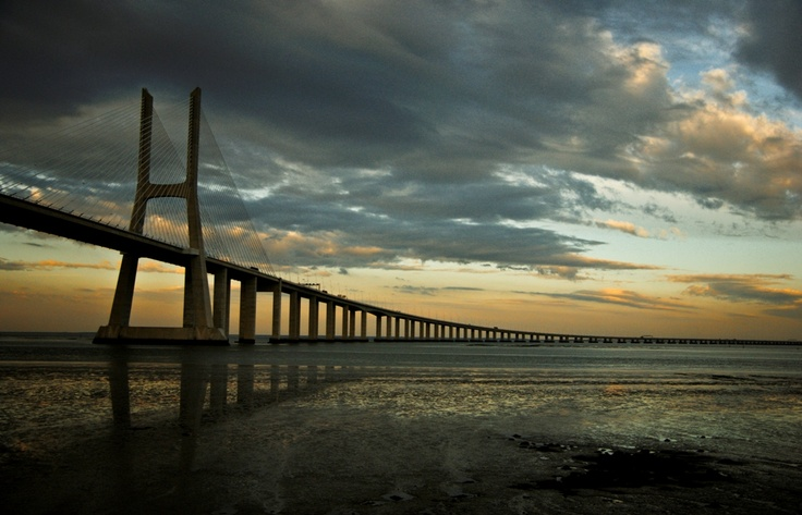 The never ending Vasco da Gama Bridge, it opened in 1998 and has 17km long (10km of which pass over water), making one of the longest bridges of the world.