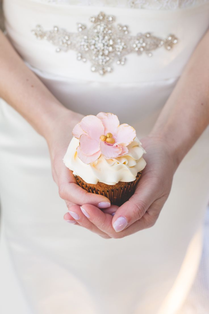 we love cupcakes Wedding cupcakes  www.vintagecakecompany.pt