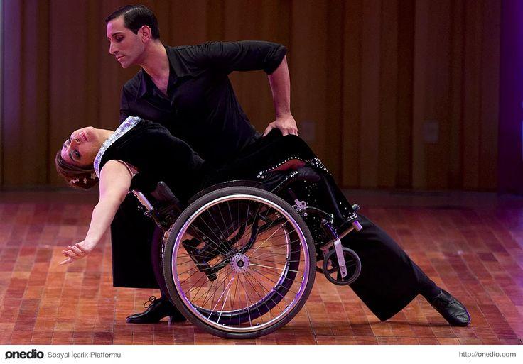 Arjantinli dansçı Pablo Rafael Pereyra, Buenos Aires'te düzenlenen Dünya Tango Şampiyonası'nda partneri Gabriela Fernanda Torres ile. 21 Ağustos 2015.