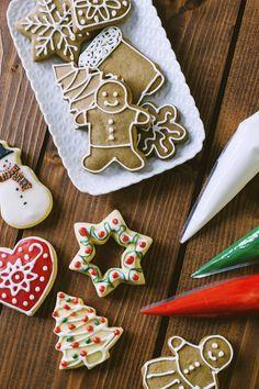 Ghiaccia reale: Per trasformare #biscotti e #torte e renderli eleganti e incantevoli, la #ghiacciareale è perfetta! A #Natale, poi, una preziosa alleata!