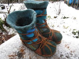 Mystic Orb: How to Make Wool Boots (needle felting/wet felting/sweater recycling) adorable!                                                                                                                                                                                 Más