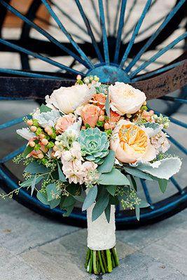 Beautiful peach and mint wedding bouquet (Photo by Lili Durkin)