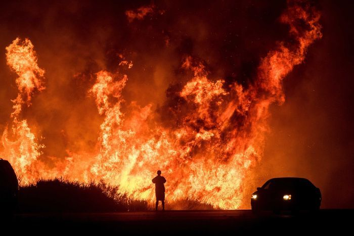 Thousands Of Residents Flee Their Homes As Wildfires Burn Around La In 2020 California Wildfires Fire California