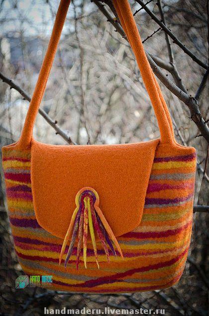 Купить или заказать Сумка из войлока 'Глория' в интернет-магазине на Ярмарке Мастеров. Стильная женская сумочка оранжевого цвета ,сваляна из новозеландского кардочёса. Цельноваляные ручки средней длины - можно носить на плече или на руке. Внутри подкладка с двумя кармашками.Клапан закрывается на магнитный замочек.
