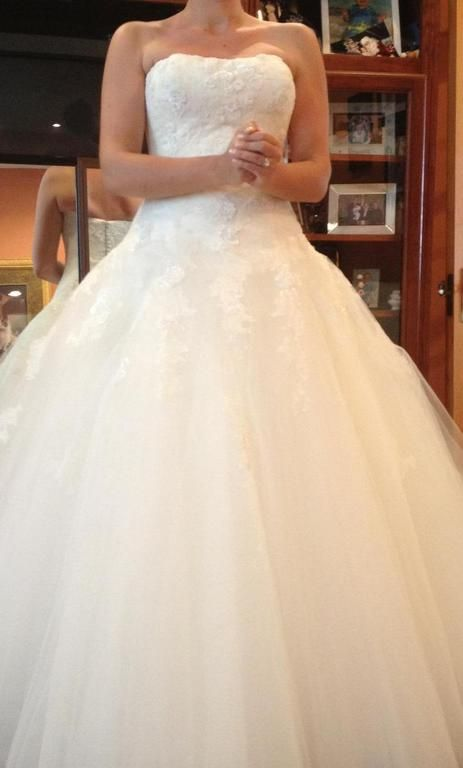 Fabulous Pronovias Barroco buy this dress for a fraction of the salon price on PreOwnedWeddingDresses Used Wedding