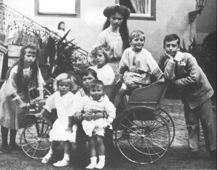 A wonderful picture: the grandchildren and great grandchildren of Princess Alice of Britian (daughter of Queen Victoria). Anastasia, Alexei and Marie of Russia, Margirita and Theodora of Greece, Georg Dontus and Ludwig of Hesse and Louis of Battenberg. Tallest is G.D.Olga Romanov. probably her sister Marie on stairs.