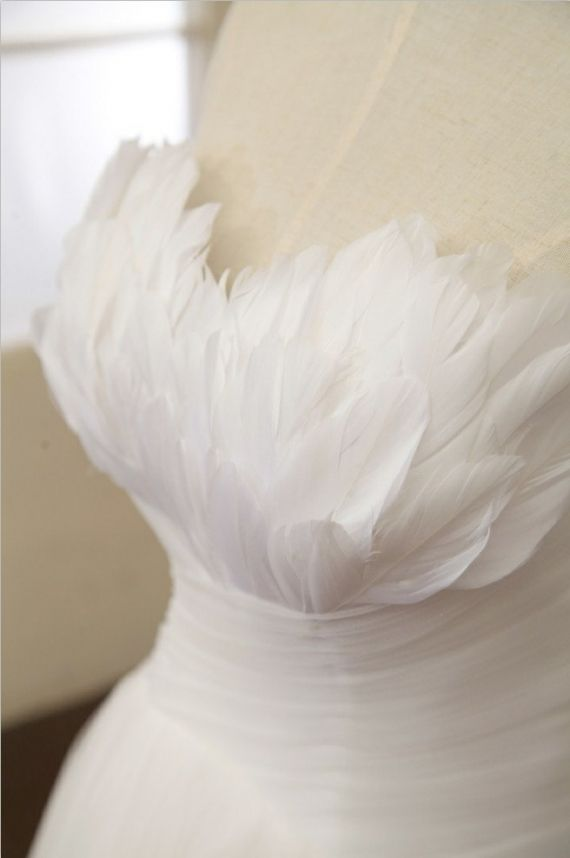 Pronivas Inspired Tulle Feather Wedding Dress Strapless Sweetheart Dress Prom Ball Gown Dress