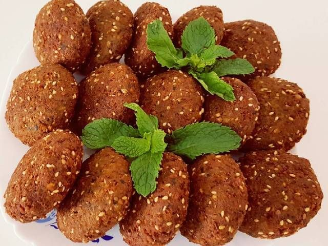 فلافل بالحمص طعم وقرمشة لذيذة وجبة مفيدة وشهية ومرغوبة عند الصغار والكبار وسهلة التحضير Falafel Food Delicious