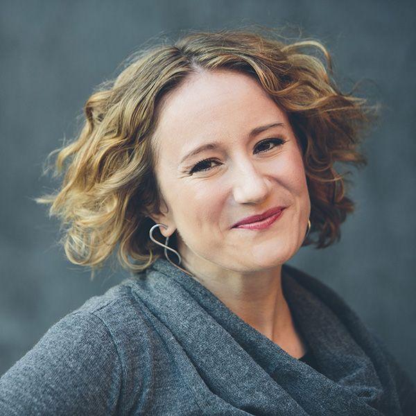 Danah Boyd: Chercheuse (américaine) à Microsoft research, en sciences humaines et sociales. Elle est spécialisée dans l'étude des médias sociaux et leurs utilisations par la jeunesse. Elle est également professeur assistant à l'université de NY. Ses recherches sont sur les médias, culture, communication. « l'intersection entre la technologie et la société » source: http://www.danah.org/
