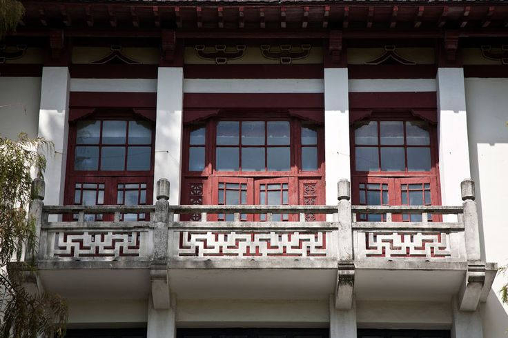 Shapes and shadows, old and modern inside the campus of the Tongji University in Shanghai. 同济大学在上海 www.upshanghai.it