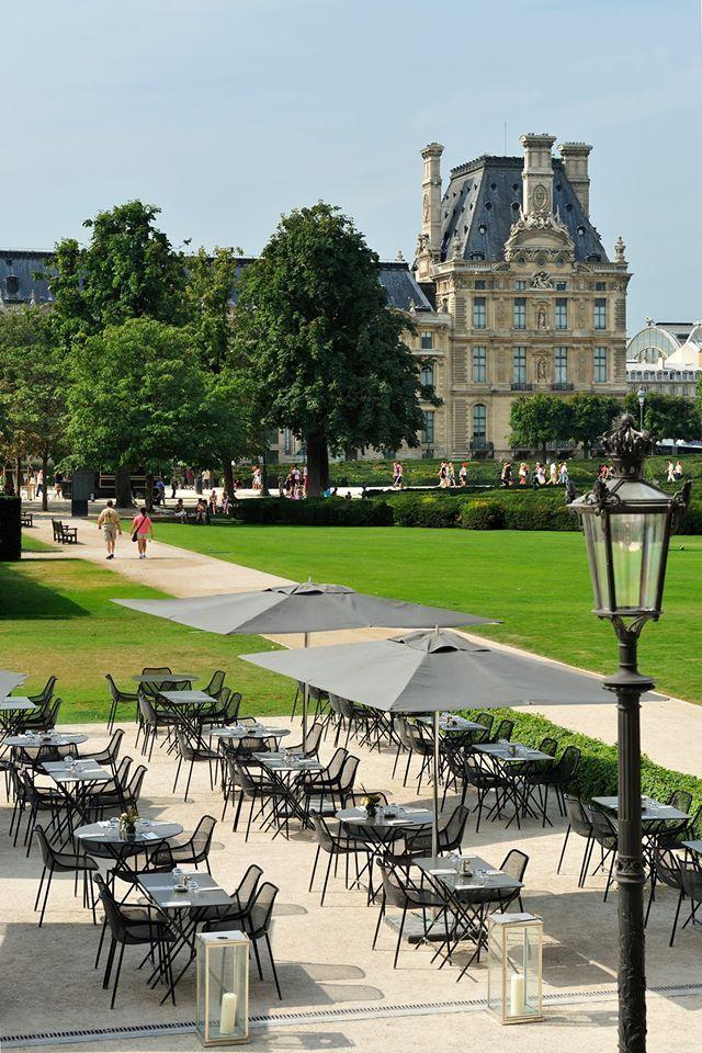 Un restaurant avec vue sur le Louvre, la Tour Eiffel au milieu du jardin des Tuileries, c'est possible au restaurant Le Saut du Loup à Paris !