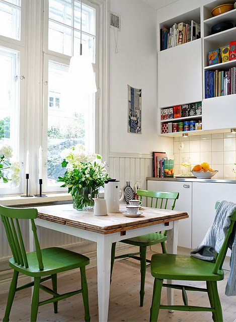 Green painted chairs enliven a cool white kitchen: Dining Rooms, White Tables, Kitchens Chairs, Small Kitchens, Kitchens Tables, Green Kitchens, Green Chairs, Paintings Chairs, White Kitchens
