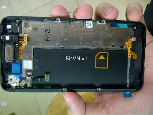 Apple ve Samsung'un başı çektiği akıllı telefon piyasasında gerilerde kalan RIM, birkaç ay önce BlackBerry 10 OS işletim sistemini tanıtmıştı. 2013'te piyasaya sunulacak BB10 hakkında ise bugüne kadar kesinleşmiş bir bilgi verilmemişti.