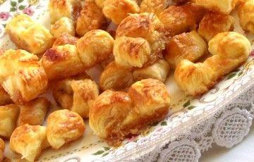Nastrini dolci di pasta sfoglia