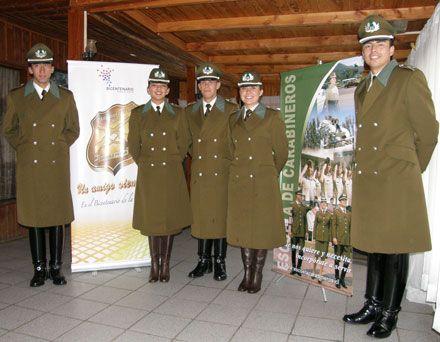 Uniform de servicio invierno de la Escuela de Carabineros de Chile / Winter service uniform of the Chilean Police Academy.