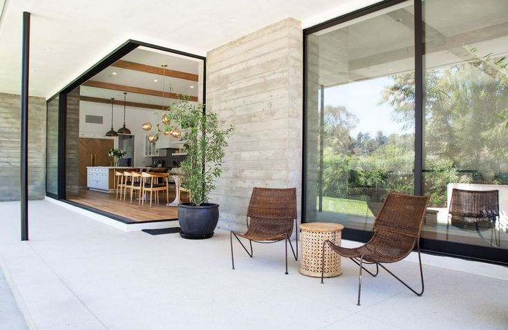 This Los Angeles House Blends Organic Elements with Retro Glamour Photos | Architectural Digest