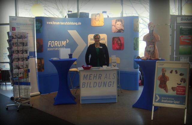 """Besucht uns auf der Karriere- und Bildungsmesse """"Gesundheit als Beruf"""" in der Urania Berlin! Neben einem Vortrag zum Berufsbild Altenpfleger und kompetenter Beratung zur Weiterbildung in Berlin im Bereich Gesundheit, Pflege und Soziales habt Ihr bei unserem Anatomie-Spiel auch die Chance, einen Preis zu gewinnen: Ein Tag im Liquidrom!    Infos zum Vortrag:  http://www.forum-berufsbildung.de/Meldung.312+M57602b633eb.0.html"""
