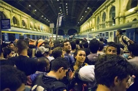 Az előzmény: Illegális bevándorlók várakoznak Budapesten, a Keleti pályaudvaron 2015. szeptember 1-jén. MTI Fotó: Balogh Zoltán - PROAKTIVdirekt Életmód magazin és hírek - proaktivdirekt.com