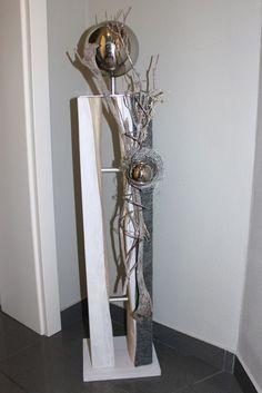 GS76 – Große gespaltene Säule, dekoriert mit natürlichen Materialien, Filzband, einem kleinem Rebenkranz und einer großen und kleinen Edelstahlkugel! Preis 119,90 € Mit Beleuchtung 129,90€ Höhe ca 105cm