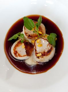 Seared scallops with sweetcorn puree and bacon jus