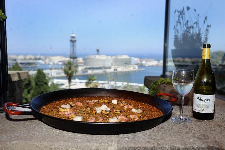 Para el #verano, nada mejor que una copa de Muga Blanco 2013 para acompañar la #paella. #ExperienciaMuga #vino #Muga #gastronomia #Wine #Spain #Summer