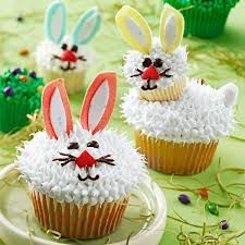 Learn to make this fuzzy friend and 11 other unique cupcakes at my Easter Cupcakes Class on April 4th. Email thatcakeladyofsantafe@gmail.com