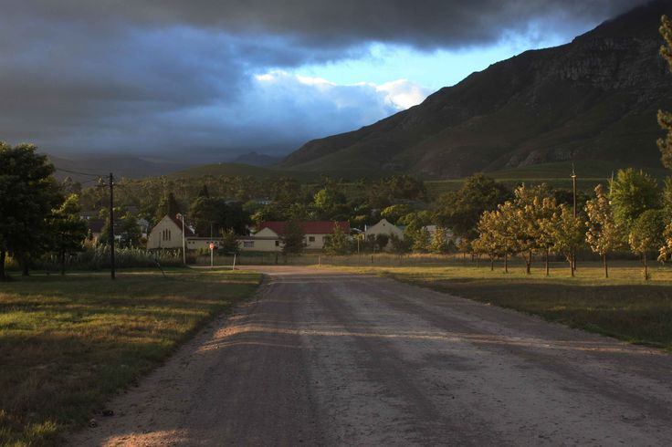 Greyton. Approach from Riviersonderend.17 Feb 2012. by Mike Ohlson de Fine.