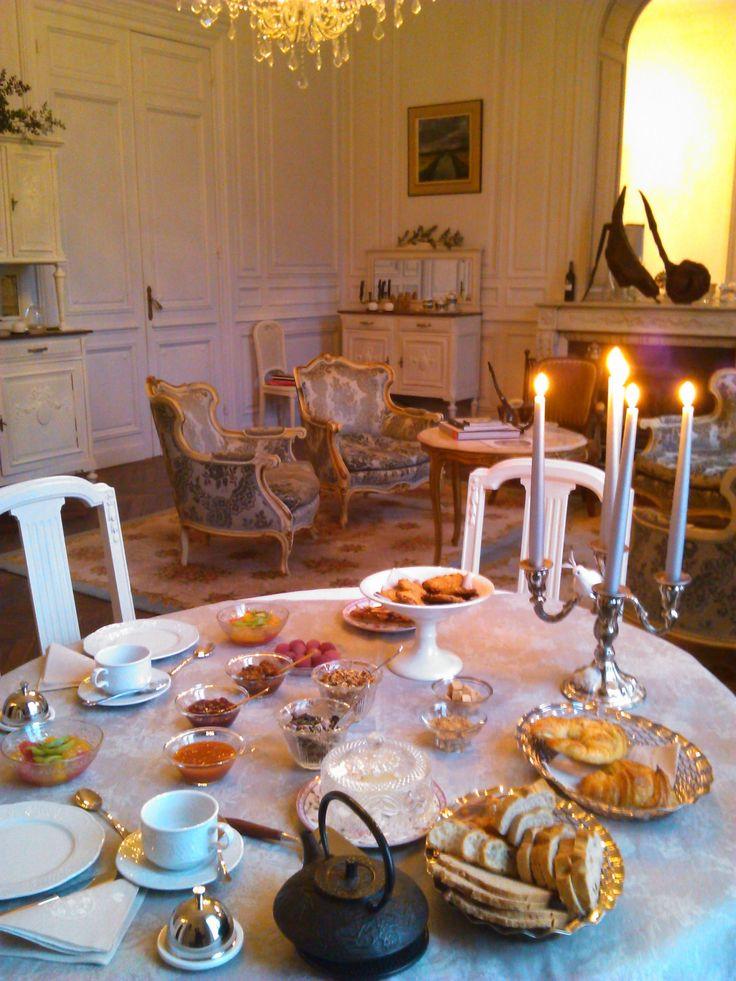 Breakfast @ Château de Lagravade Chambres d'hôtes, Bed and Breakfast Aquitaine (Toulouse <- Agen -> Bordeaux) Park de Sculptures, Arts Textiles