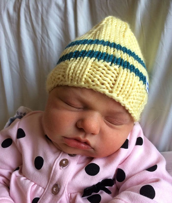 Sadie beanie by knitting Doctor Robert Sansonetti - PHUNRISE