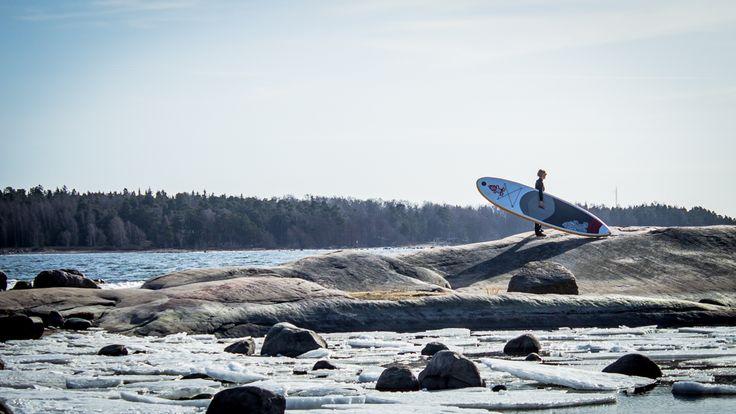 SUP lautailua kauniissa saaristomaisemassa jäälauttojen keskellä #360degreeaction #starboard #archipelago